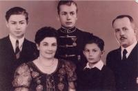 Vitéz Gérecz Ödön, Básthy Irén, és a három fiú: Ödön, Árpád és Attila